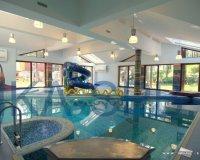 Водные развлечения в бассейне