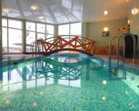 Декоративный мостик для бассейна