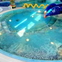 Водные детские аттракционы в бассейне