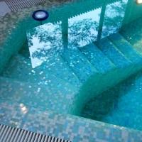 Лестница бетонная в бассейне